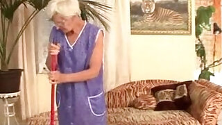 Granny fucked by young master - 20:00